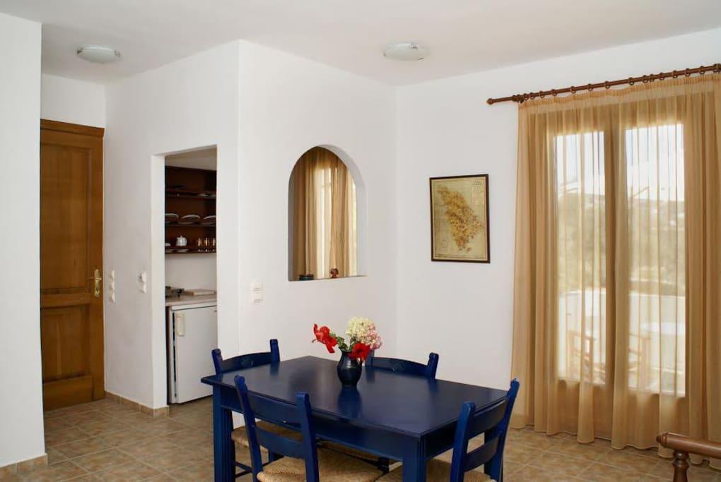 kitchen/sitting room - cuisine/salon