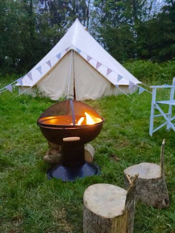 Comfy camping! Bell tent with beds - Vines Cross - Tent