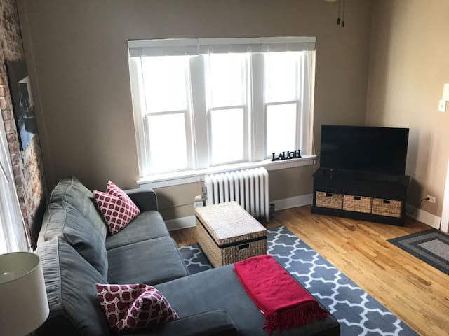 Bright Cap Hill Apt w/parking and free laundry.