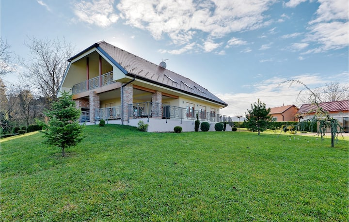 Holiday cottage with 3 bedrooms on 305m² in Varazdin Breg