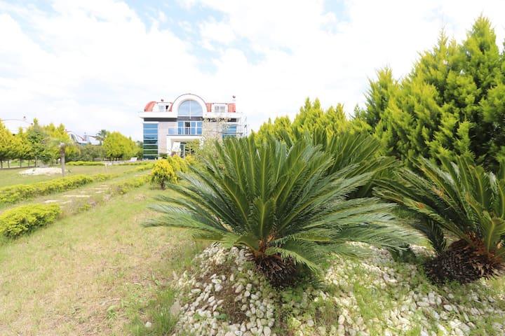 Luxurious Riverside Home in Belek - Antalya - House
