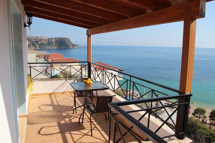 Beachside Villa/Apartment #A (Free WIFI)