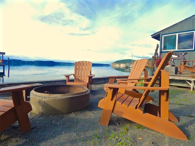 Boat House at Sunset Marine Resort