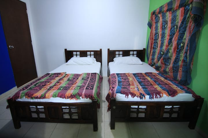Hammocks Hostel - Private room with twin beds