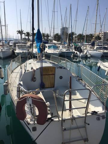 Voilier à quai Golfe de Saint Tropez - Cogolin