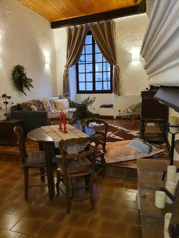 """Un studio, une Histoire : """" Le palais Gubernatis""""."""