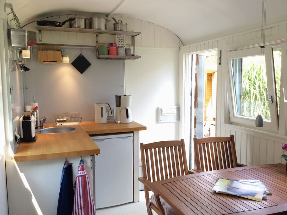 Gemütliche Küche, komplett ausgestattet