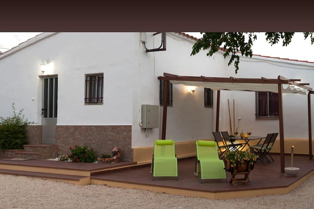 La Terraza y entrada a la casa