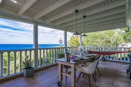 Comfortable Coral Estate Villa with Ocean View