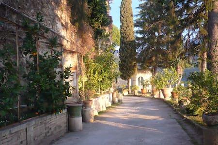 Residenza in antico borgo del 1600 - Roccantica - Schloss