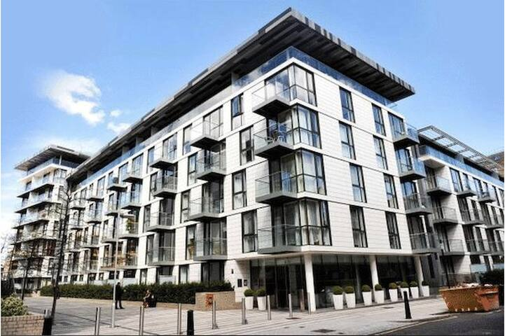 Modern double room close to City with own bathroom - Londres - Pis