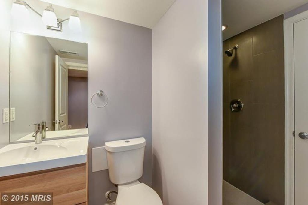 Full bath with built-in storage shelves
