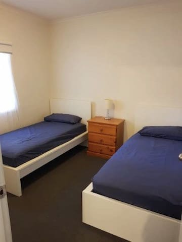 Private room with 2 single beds/ Twinshare
