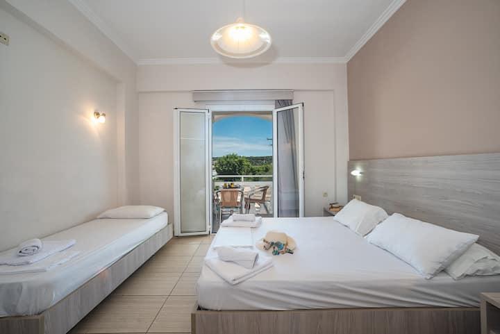 Georgia Apts - Triple Room (3 single beds)
