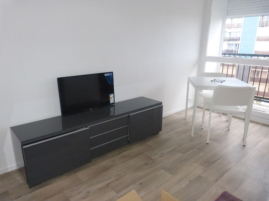 Pièce principale coin TV