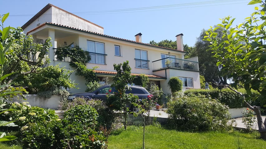 Villa with swimming pool & gardens. - Ázere - Casa