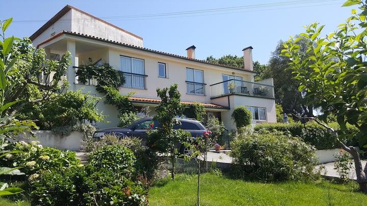 Quinta de Azere, private swimming pool & gardens!