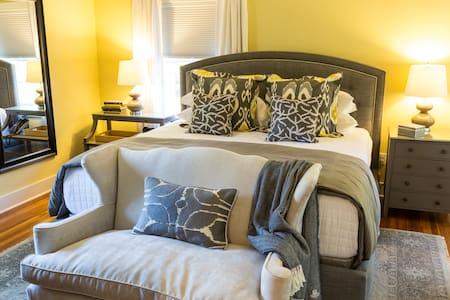 Historic Goshen Stagecoach Inn - Dobbins Room #5 - Goshen - Bed & Breakfast