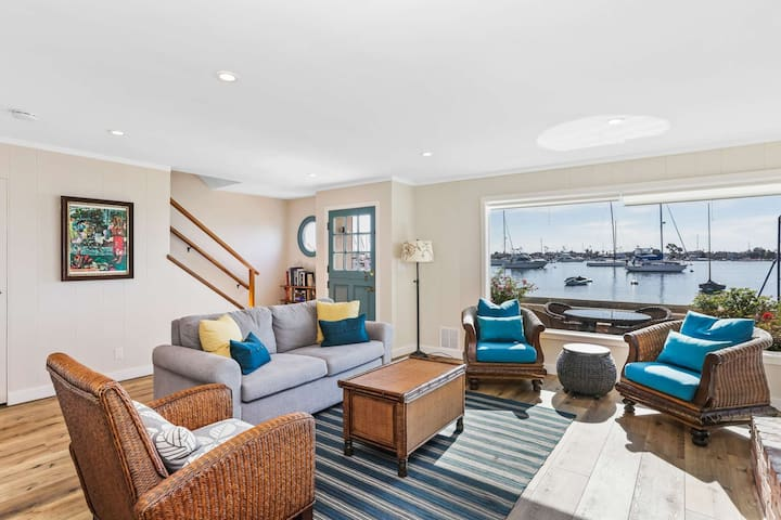Historic Waterfront Little Balboa Island Cottage Steps to Beach/Short Walk to Marine Ave 3bd/2ba