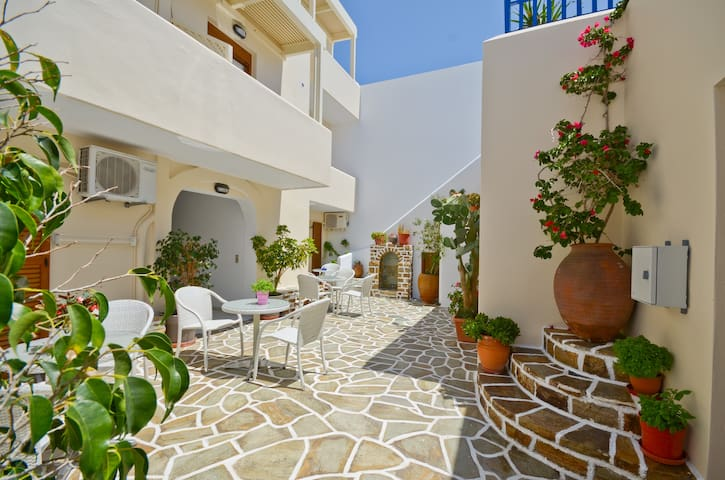 Margo's Large (5) bed Studio - Naxos - Bed & Breakfast