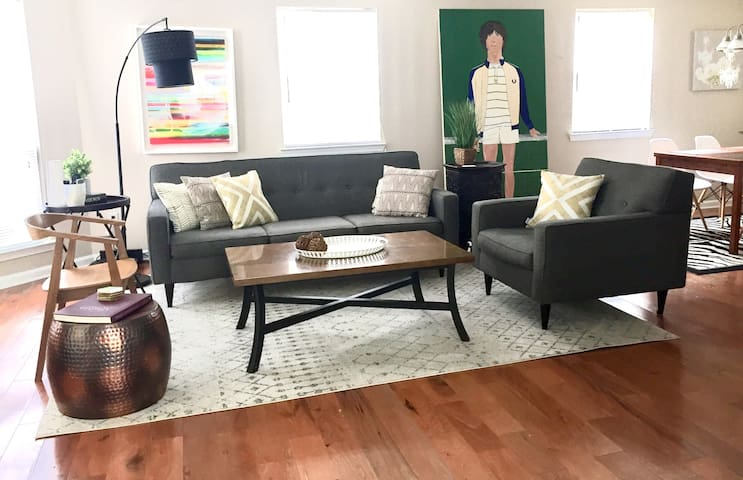 Up to 6 Guests in 3 Bdrm Home Near Public Transit
