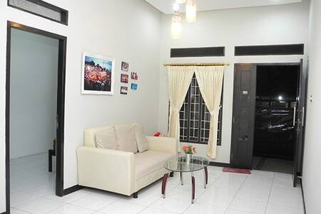 M Guest - Cozy and pleasant to stay - Tebet