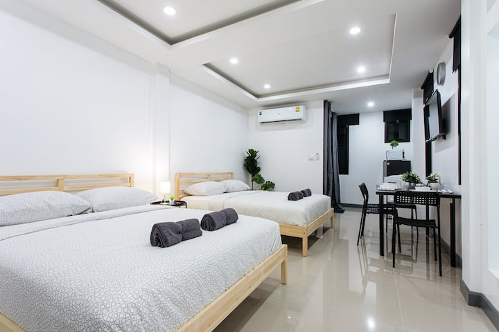 P2 Silom Large 2beds full kitchen WIFI 4-6pax