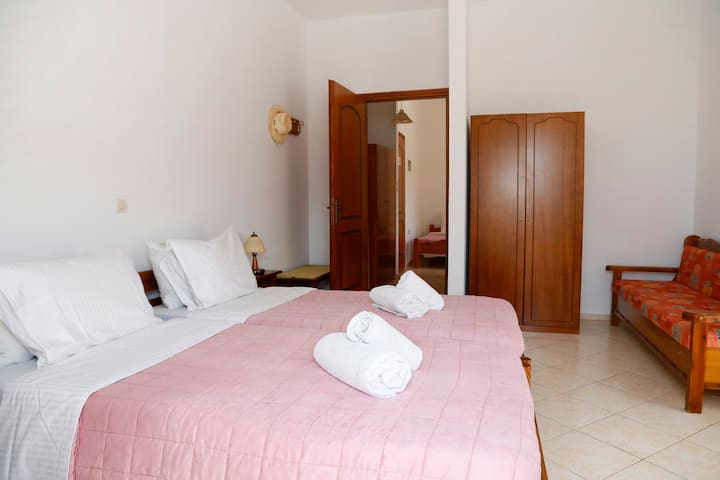 ATHINA ROOMS - 2 BEDROOM FAMILY APARTMENT