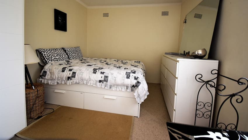Large double bedroom in Chatswood