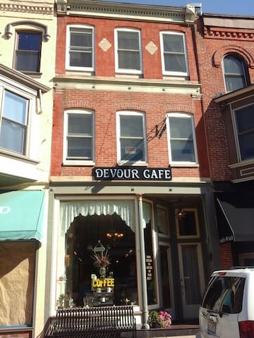 Devour Cafe Inn - Galena - Flat