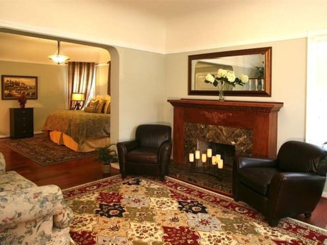 Harvest Suite, An Old World Inn-Merlot House