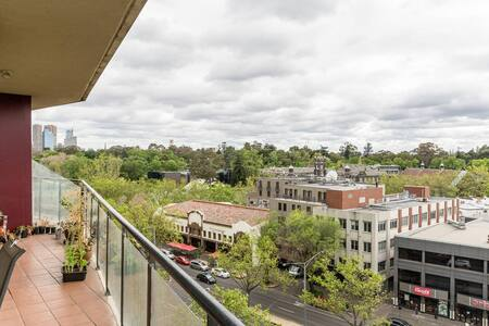 CENTRAL ST KILDA ROAD APARTMENT