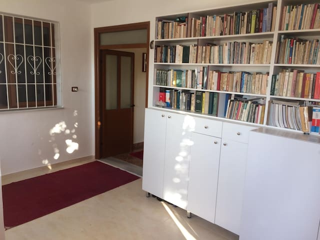 Nice room in spacious house - Berat center
