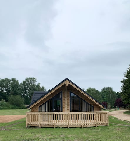 Woodlakes Park, Ash Cabin, Norfolk Countryside,