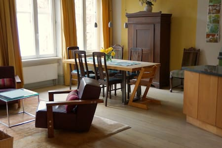 Spacious three-room flat in the historical center