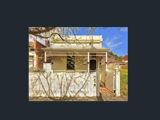A1 Location Victorian Port Melbourne Home