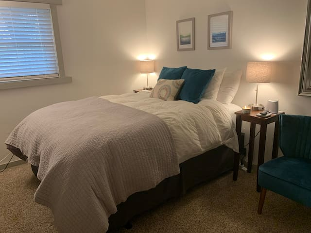 Cute & Cozy Bedroom near many AVL attractions!