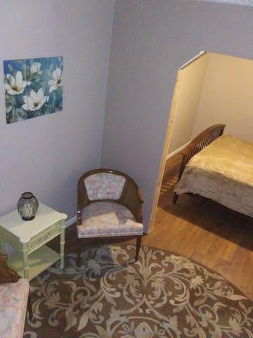 Master Queen Bed Suite