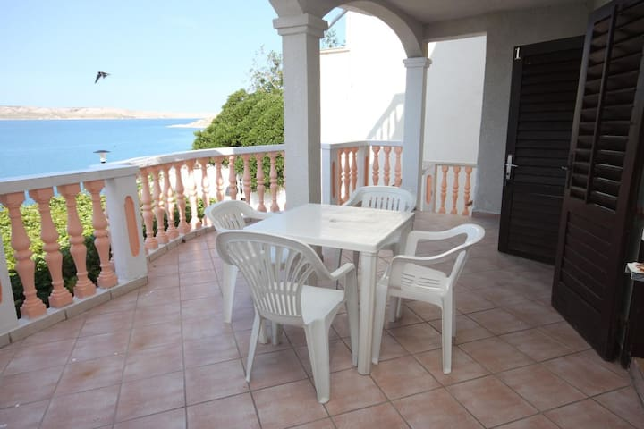 Studio flat with terrace and sea view Zubovići, Pag (AS-6394-a)
