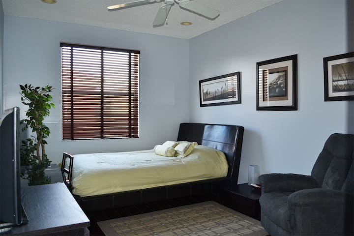 CLEAN, COZY ROOM IN SAFE & CHARMING NEIGHBORHOOD - Fort Lauderdale - House