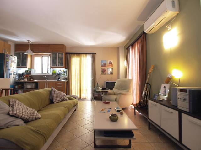 vintage sunny studio with beautiful balcony - Moschato - Casa
