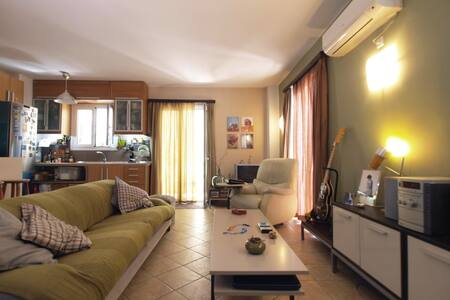 vintage sunny studio with beautiful balcony - Moschato