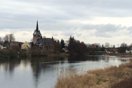Idyllische Einliegerwohnung am Mulderadweg - Leisnig - Lejlighed