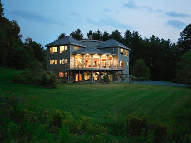 The Glass House at Meadow & Fern Mountaintop Villa - Shelburne Falls - Huis