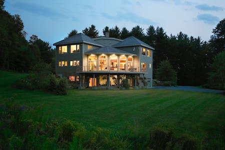 The Glass House at Meadow & Fern Mountaintop Villa - Shelburne Falls - Talo