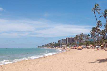Quarto climatizado a 4 quadras da praia de Jatiúca - Maceió - Apartamento