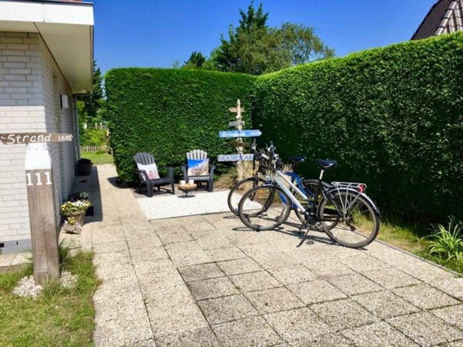 In de natuur fietsen