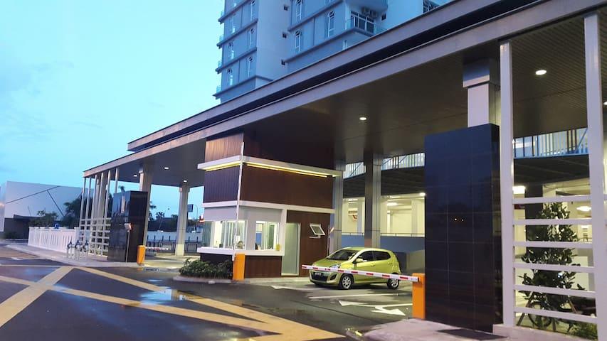 RoomStay 1-3Pax @ JB Larkin /Bukit Indah /LegoLand