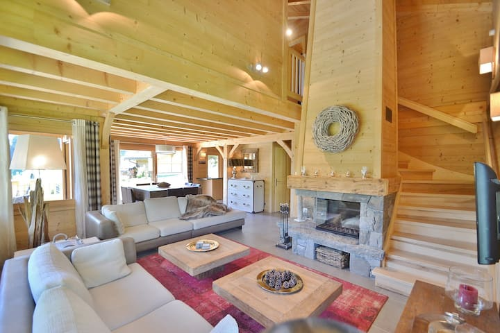 Stunning 4 star, 4 bed chalet for 8, great views, wifi and chimney!