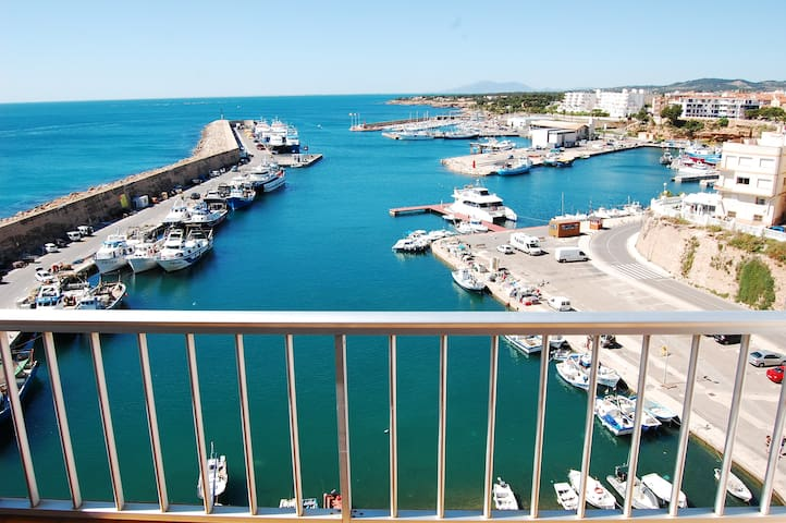 Charming-bright apartment seafront!